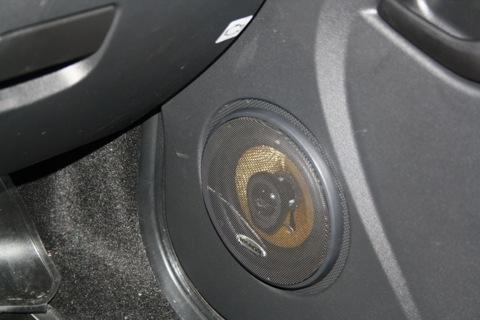 Динамики в передние двери Гранта 1